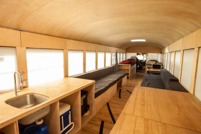 hank-bought-a-bus-turns-schoolbus-into-home-designboom02