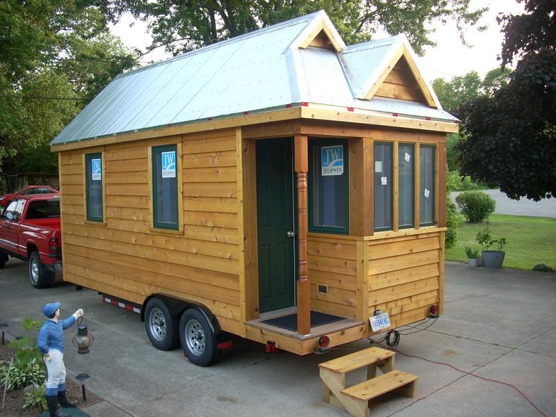 5 amazing tiny houses log cabins under 10k. Black Bedroom Furniture Sets. Home Design Ideas