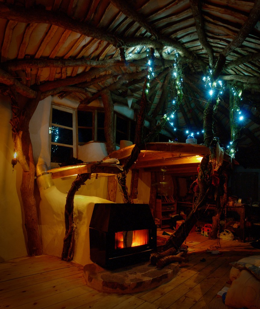 Real life hobbit house built for 3000 off grid world - Off grid hobbit house ...