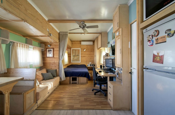 ... on Wheels: Truck Converted Into Gorgeous Solar Powered Off Grid Home