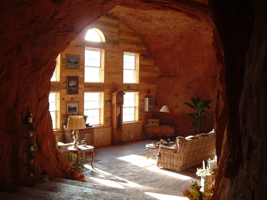 cave palace ranch solar powered cave dwelling is truly a palace off grid world. Black Bedroom Furniture Sets. Home Design Ideas