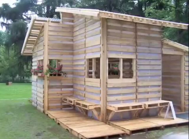 500 Pallet House Is 256sqft Of Tiny Living Perfection Off Grid World
