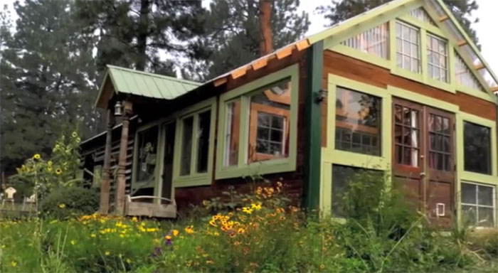 solar-cabin-montana1