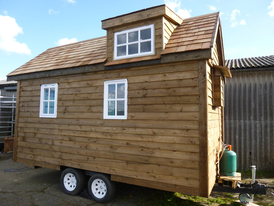"""Off Grid Solar Powered Tiny House is Completely Self Sufficient """"Out ..."""