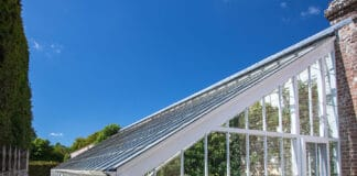 Passive heating greenhouse