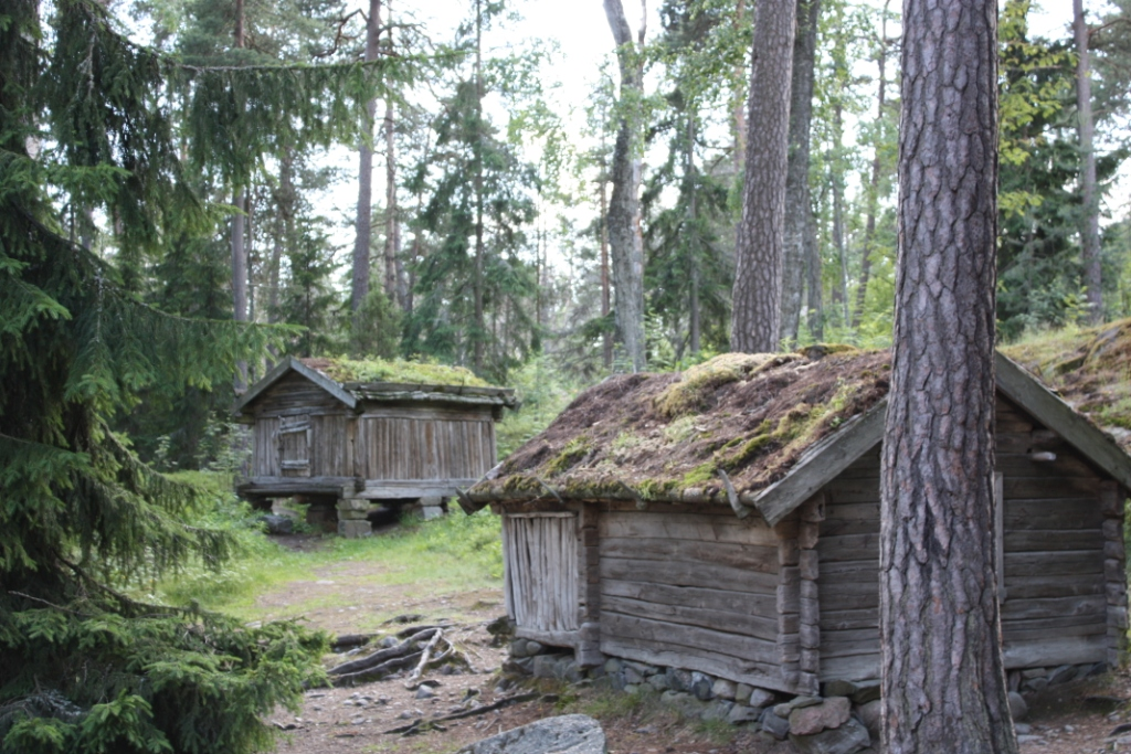 Cabins with living roofs in Finland