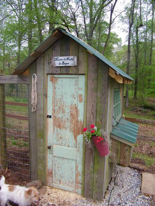 Cute Backyard Chicken Coops :  sits on top of the chicken run to save space Via Backyard Chickens