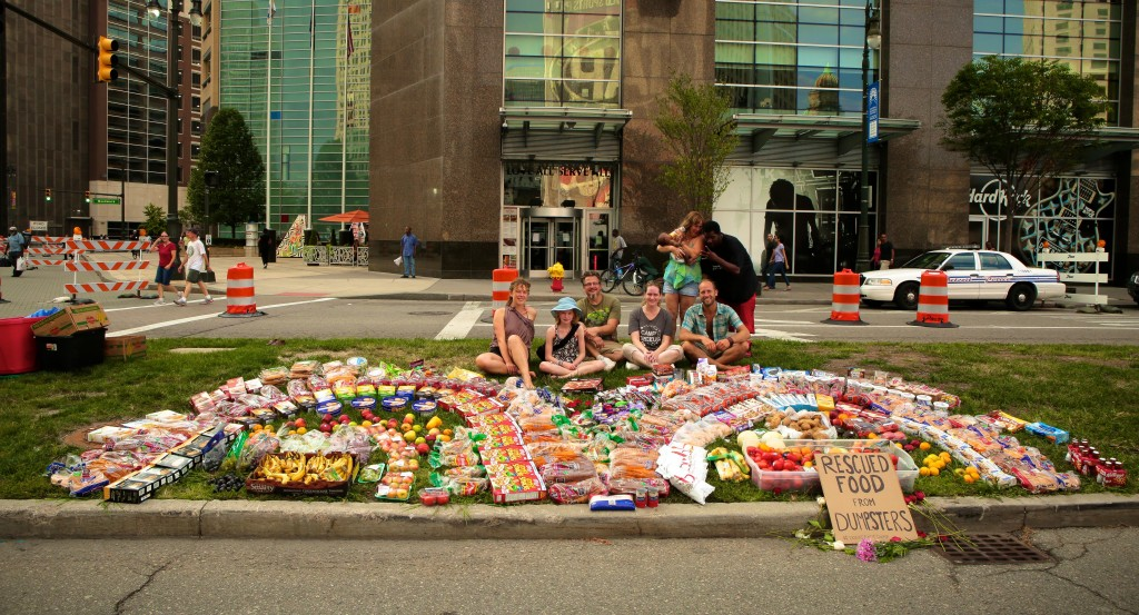 Detroit-Food-Waste-Fiasco-Rob-Greenfield-1024x553
