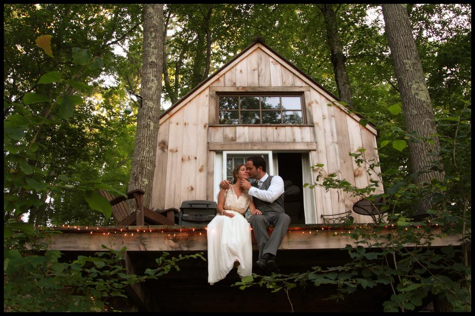 Romantic tiny house built by couple for 4000 off grid world - The off grid tiny house ...