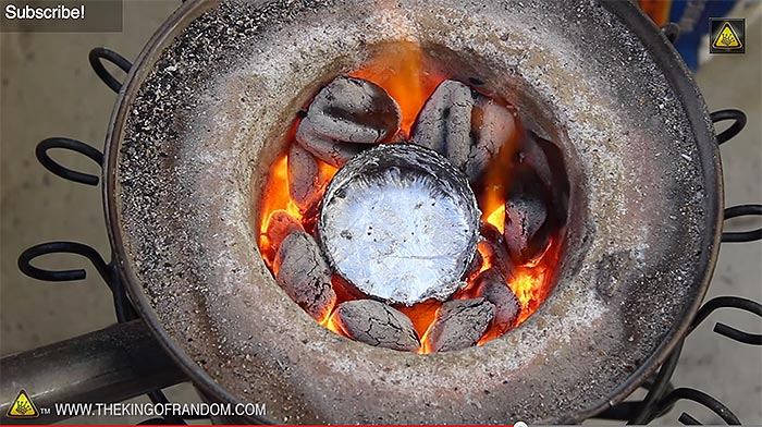 melting aluminum cans with 20 homemade mini metal crucible off