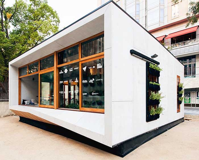 Solar Powered House Produces More Energy Than it Consumes
