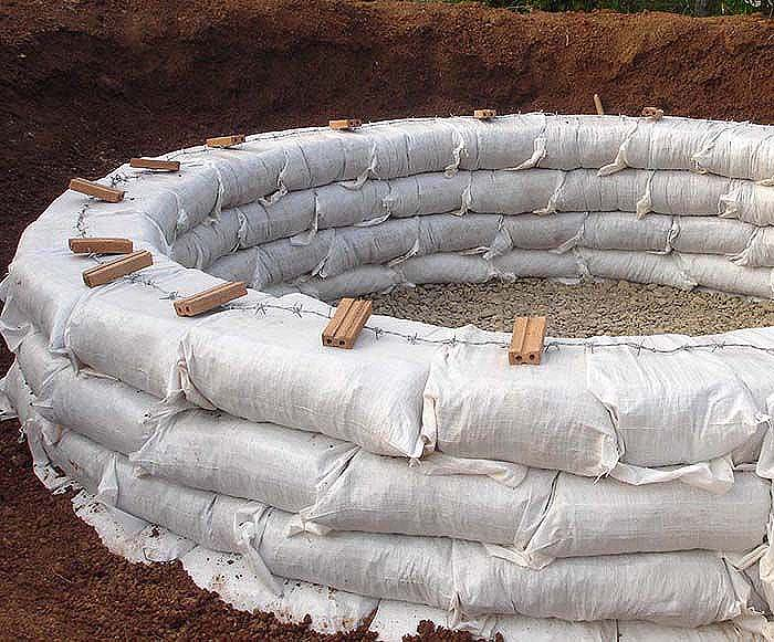 Earthbag dome construction