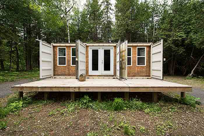 solar-powered-shipping-container-cabin2