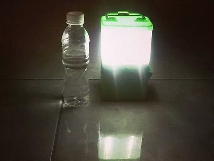 Amazing SALt Lamp Runs 8 Hours on 1 Glass of Saltwater & Charges Your Cellphone - Off Grid World