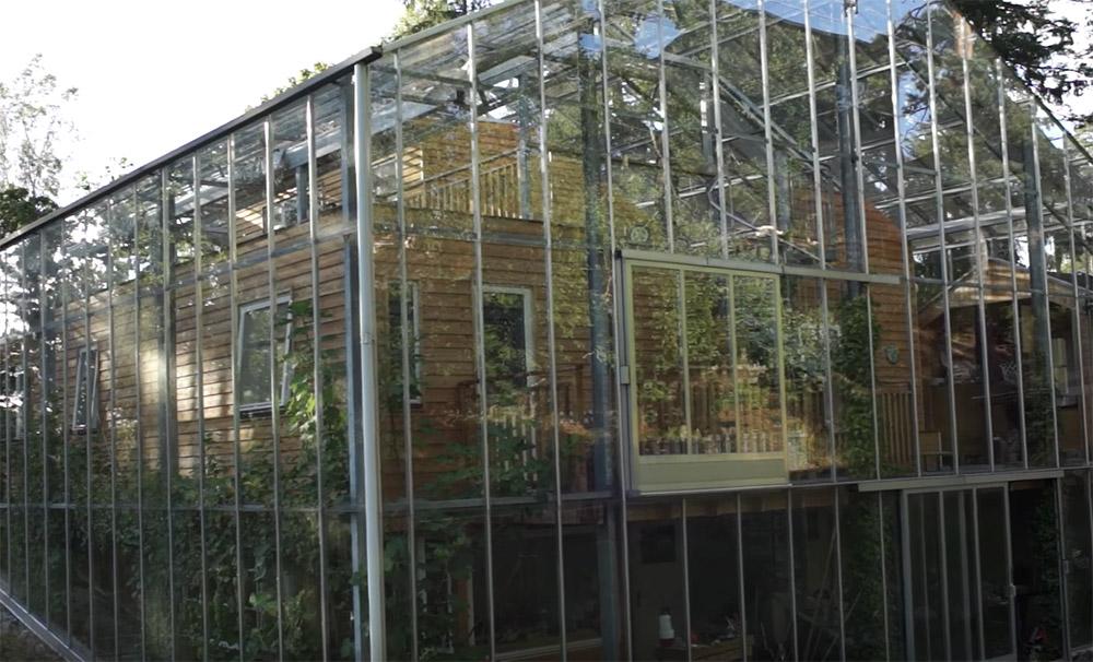 greenhouse around house