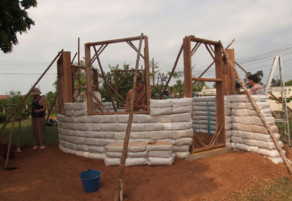 How to build an earthbag house