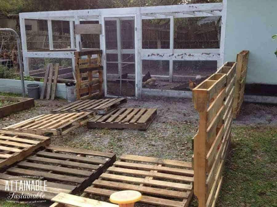 Pallet chicken yard